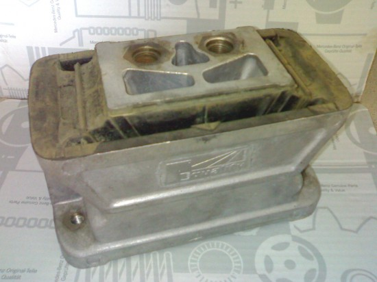MERCEDES engine mounting